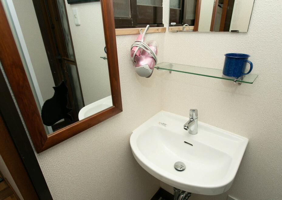 Arroz y Frijoles 1の洗面所