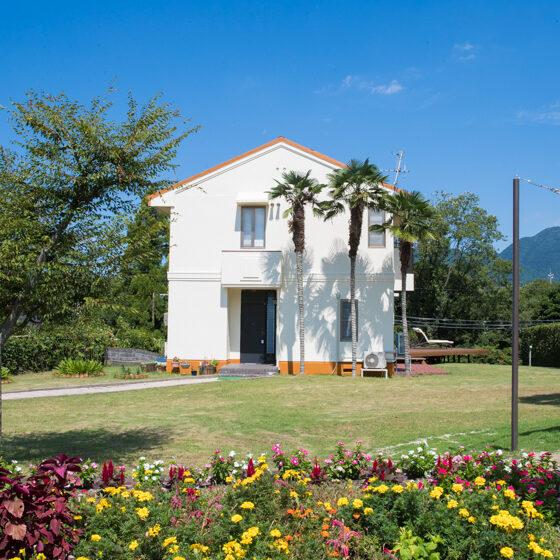 Glamp House DAISENの広いお庭とバーベキューサイト